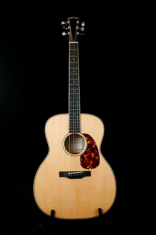 dogwoodguitars_monarch_08_stand